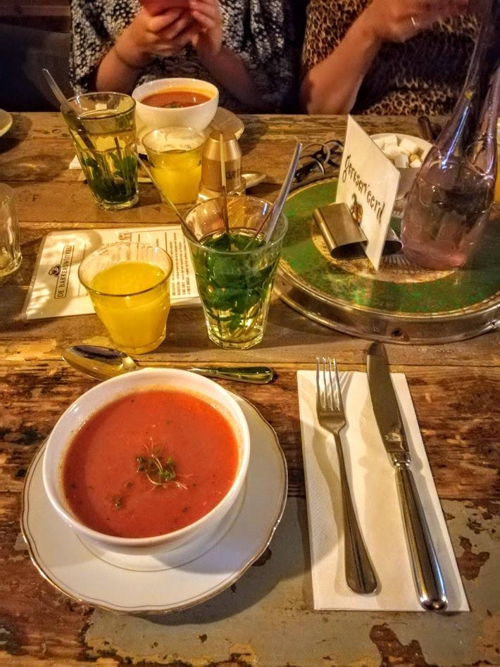 gazpacho bij de bakkerswinkel in utrecht tijdens de bloggerlunch