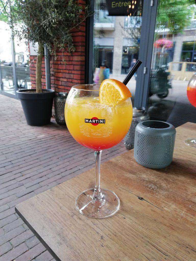 De Lady Summer Crush cocktail van Tres Tapas & Wine Bar in Veenendaal