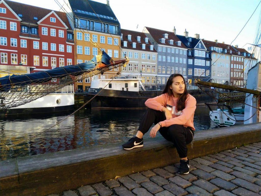 Outfitshoot op Nyhavn in Denemarken
