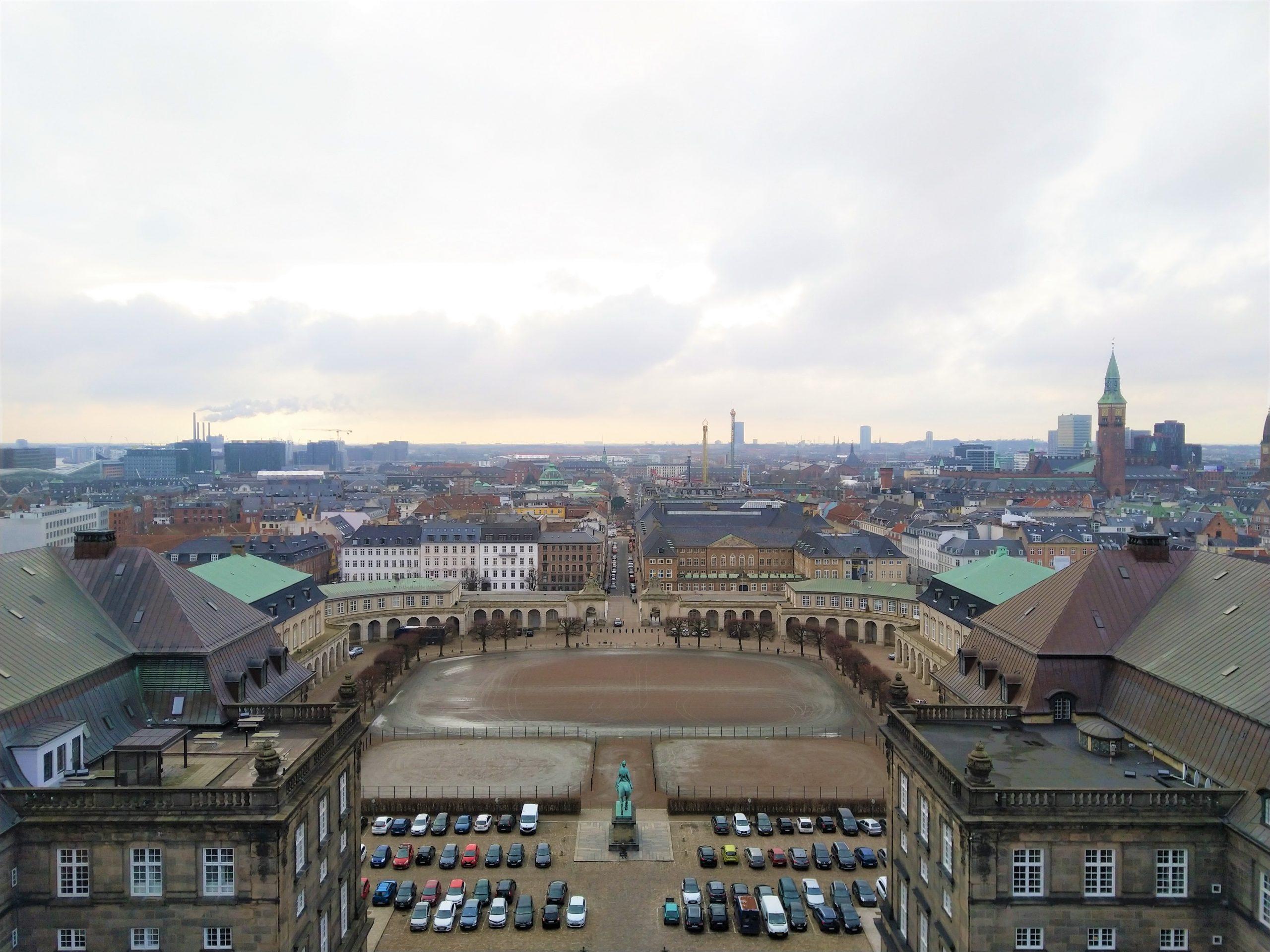 Uitzicht over Kopenhagen en Zweden vanuit de toren van Christiansborg