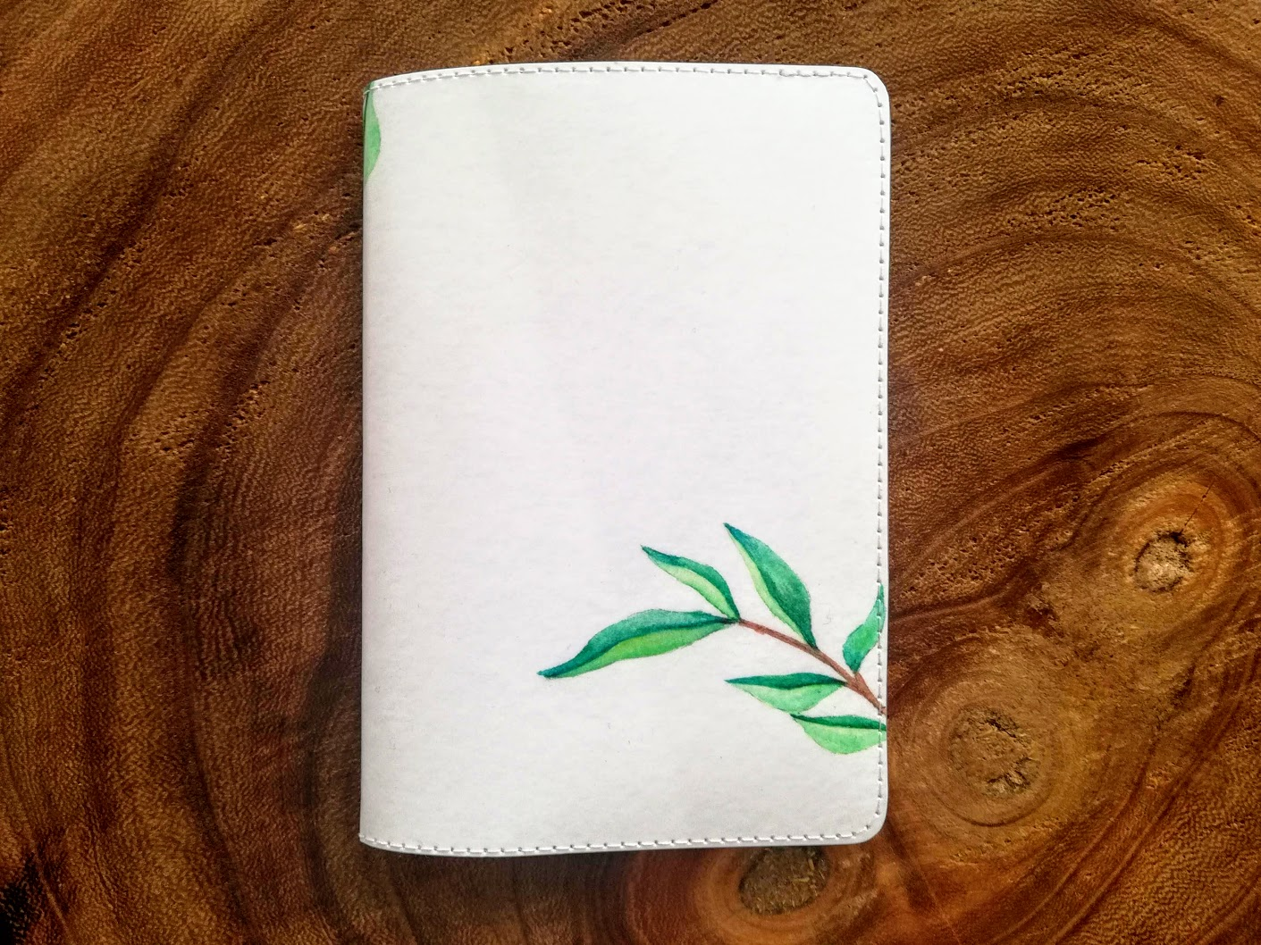 De achterkant van de personalised passport cover van Zazzle