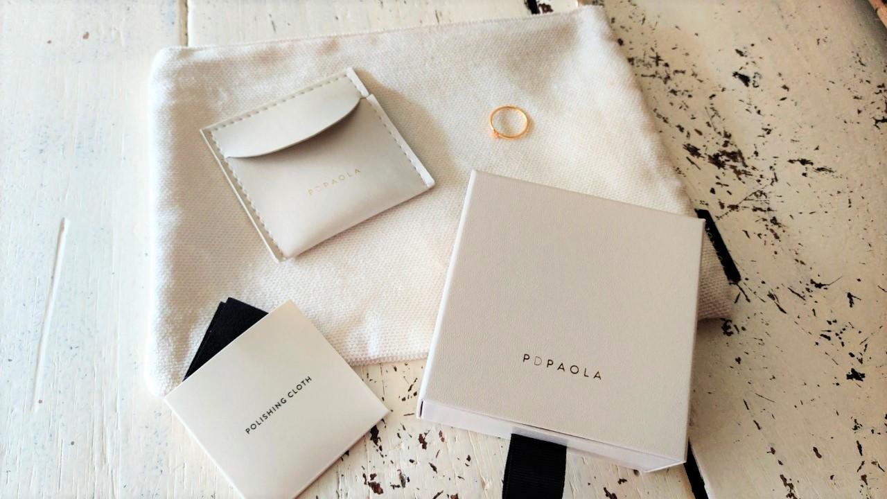 De Rosé Blush ring wordt geleverd als een luxe set